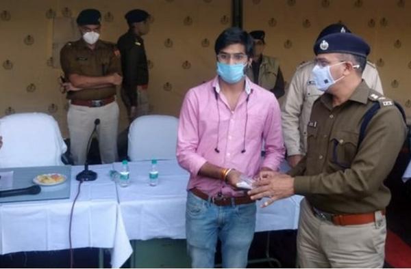 उदयपुर पुलिस ने चोरी हुए 350 मोबाइल फिर से मालिको को सौंपे
