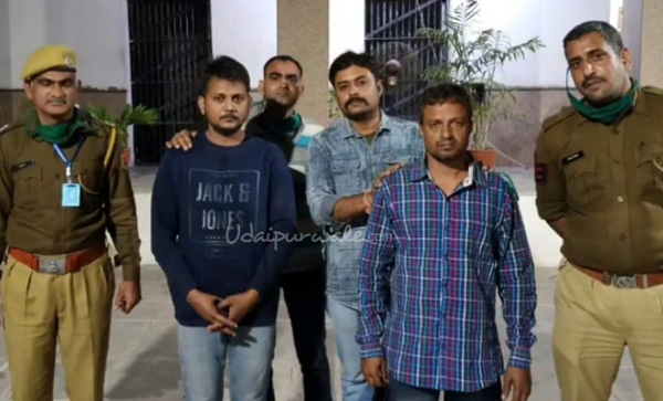 एटीएम से 24.38 लाख रूपये चोरी करने वाला बैंक का कर्मचारी और सहयोगी गिरफ्तार
