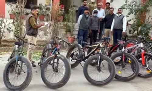 7 लाख रुपये की 14 सायकलें बरामद, 3 गिरफ्तार