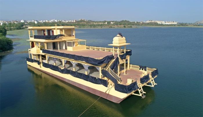 उदयपुर की झील में क्रूज़: सच्चाई और मिथ्या